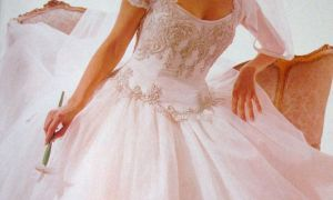 21 Inspirational 1990s Wedding Dresses