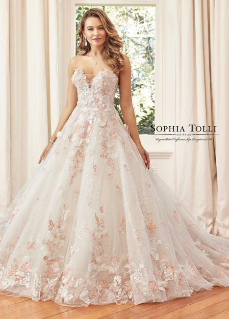 sophia tolli y kaia strapless sweetheart neck wedding dress 01 567