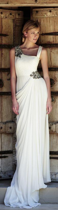 bd51cfd a0f39a d0 toga party wedding inspiration
