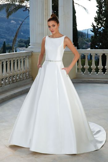 Best Wedding Dress for Petite New Find Your Dream Wedding Dress