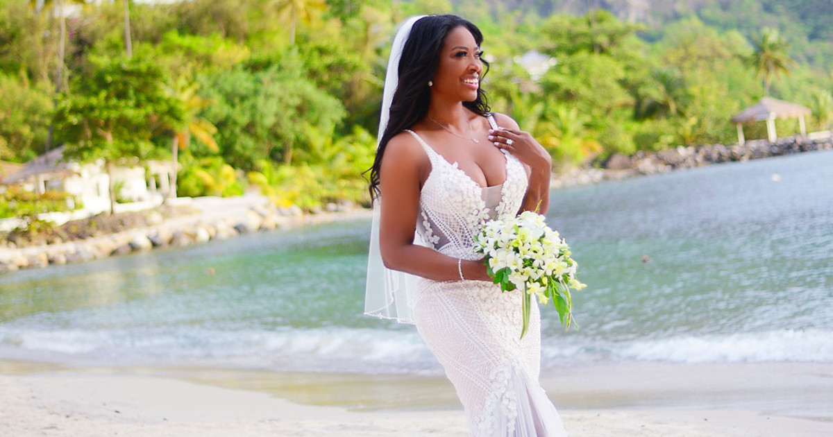 Elopement Wedding Dress Elegant Kenya Moore S why She Kept Her New Husband's Identity Secret Says She Wants Kids 'right Away'