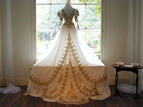 0d99e662dde817b c057ae7aeb gold wedding gowns antique wedding dresses