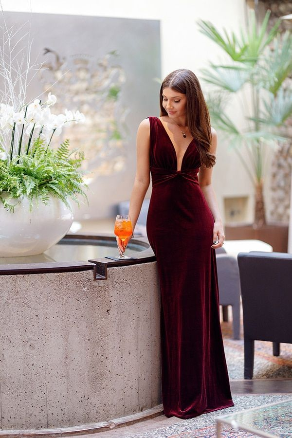 Long Dresses for Wedding Guests Elegant Stunning formal Gown with Plunging Neckline Wedding Guest