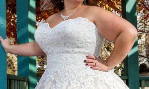 21 Elegant Plus Size Strapless Wedding Dresses