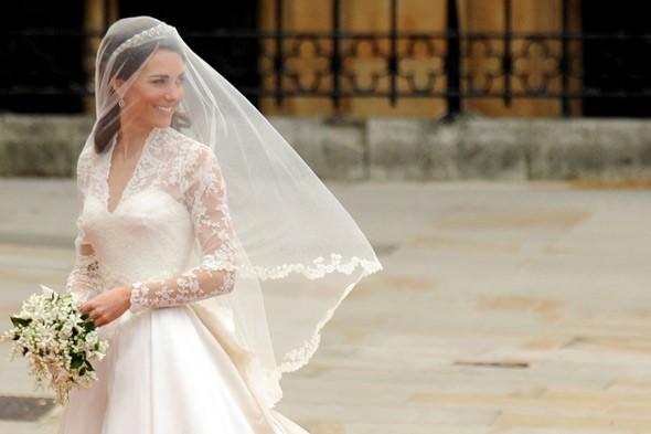 kate middleton royal wedding prince william dress 590jn 590x393
