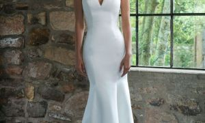 28 Luxury Satin Fitted Wedding Dress
