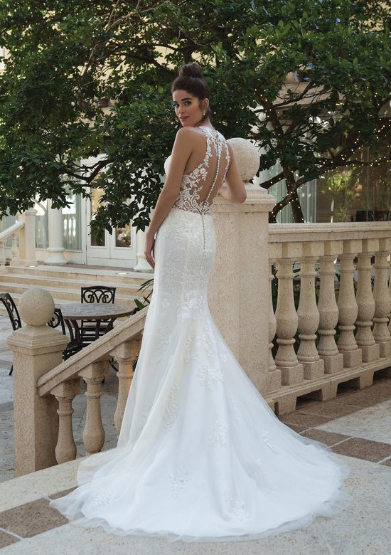 Wedding Dress Style Luxury Style Jewel Illusion Collared Gown with Embroidered