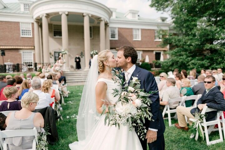 Wedding Dresses Lexington Ky Inspirational Greenery and Neutral Bridal Bouquet Outdoor Wedding
