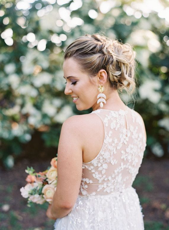Wedding Dresses Maui Lovely Romantic Hawaii Wedding with An Insanely Cool Dress