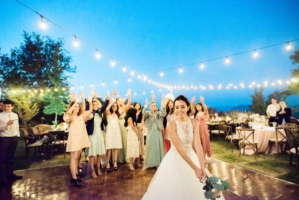 Wedding Dresses Rental Los Angeles Best Of Singer Megan Nicole S Romantic Outdoor Wedding