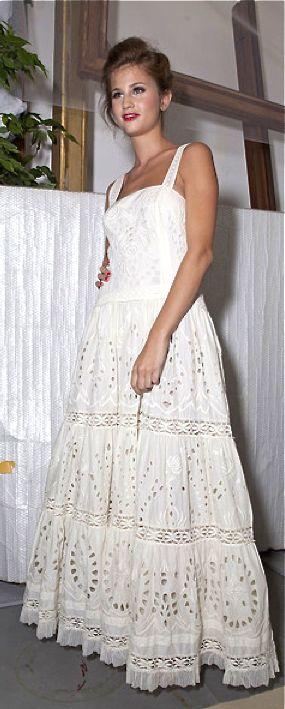 semi formal wedding dress trends including vintage lace wedding dress