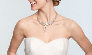 26 Inspirational Wedding Necklaces for Strapless Dresses